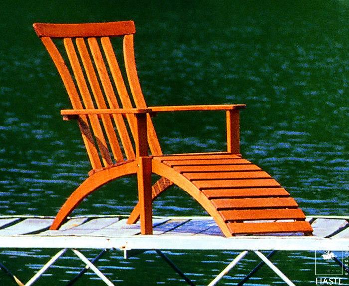 Fotel z podnóżkiem z drewna